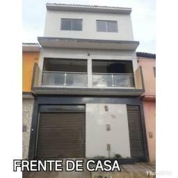 Casa com dois andares, garagem