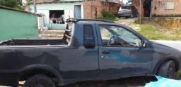 Vende-se um carro modelo fiat Strada - 2001