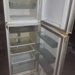 Vendo geladeira falta o gás