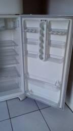 Título do anúncio: Refrigerador eletrolux 486 litros gigante 8 meses de uso super conservada aproveitem.
