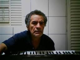 Tecladista. Acompanho cantor(a), instrumentista ou qualquer formação musical ao teclado. P