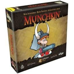 Jogo de cartas Munchkin + 2 expansões com sleeves