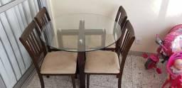 Mesa de Vidro 4 lugares com cadeiras