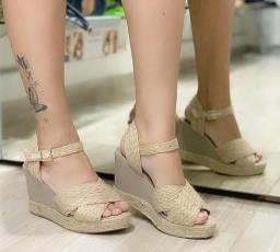 Sandálias de salto e rasteirinhas