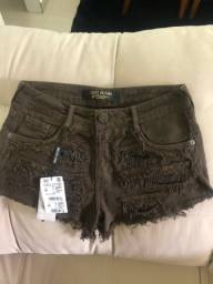 Short Jeans Lança Perfume com etiqueta