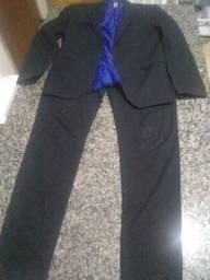 Estou vendendo este terno peço 50 reais  calça 42 pleiser 48
