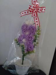 Arranjó com a flor Rosa muito fofo