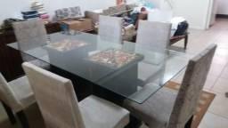 Mesa com tampo de vidro com 6 cadeiras