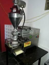 Modeladora de salgados MCI k1 e misturela