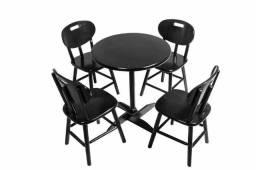 Jogo de Mesa Redonda de Madeira com 4 Cadeiras Cor Preto - Bistrô Móveis - Cor Preta