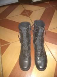 Coturno Militar número 42.( R$75,00)