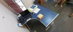 Mesa e gaveteiro de aço