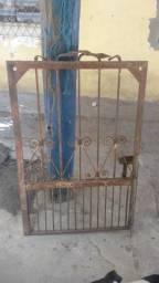 Portão de ferro reforçado 75 largura x 120 de altura pra vender logo