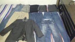 Vendo um lote de calças jeans, social e um blazer,tem uma calça feminina