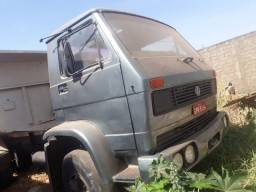 Caminhão Volks caçamba