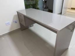 Mesa e maca para escritório ou consultório