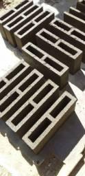 Vendo tijolos e canaletas