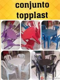 Mesas e cadeiras de plástico