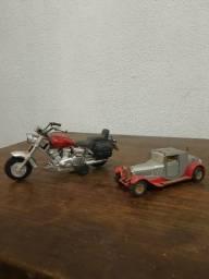 Carrinho e moto antigo