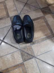 Vendo 2 sapatos impecáveis