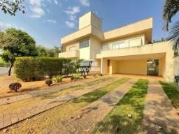 Título do anúncio: Casa de condomínio sobrado para venda tem 380 metros quadrados com 4 quartos
