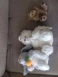 3 ursinhos de pelucia