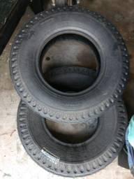 Dois pneus recapados Pirelli 750/16