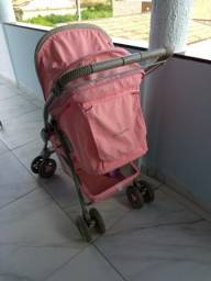 Carrinho de bebe rosa