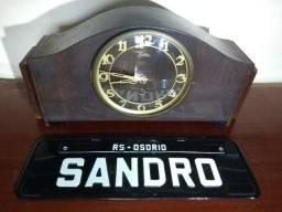 Relógio antigo de mesa marca Regina