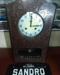 Relógio antigo carrilhão catedral pêndulo