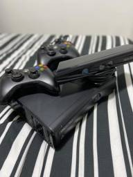 Xbox 360 Slim + Kinect - 4gb (BLOQUEADO) comprar usado  São Paulo
