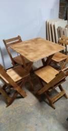 Mesas cada uma com 4 cadeiras