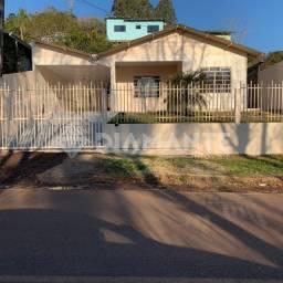 Casa com 03 Dormitórios, 02 Vagas de Garagem, Possui Sobra de Terreno