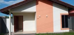 Vende-se excelente casa em condomínio, com 03Dormitorios. Financiavel