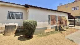 Título do anúncio: Casa com 3 dormitórios à venda, 236 m² por R$ 680.000,00 - Setor Sul - Goiânia/GO