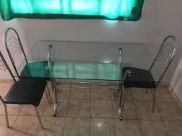 Mesa de jantar c/ 6 cadeiras