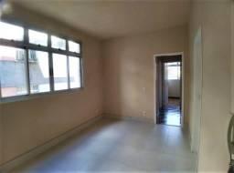 Título do anúncio: Apartamento com 3 quartos, 02 banheiros, cozinha com armários, vg livre, prédio pequeno.