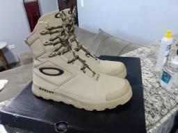 Título do anúncio: Vendo essa bota Oakley original usada apenas 1 única vez tamanho 37