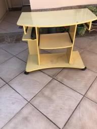 Rack e mesa de pc