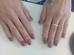 Manicure profissional 30 reais pé e mão.