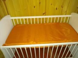 Berço + protetor de berço e 2 cobertores de bebê