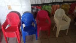 Cadeiras e mesas infantil