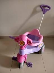 Título do anúncio: Carrinho Motoca Triciclo Velocita - Calesita