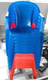 Título do anúncio: Cadeiras reforçadas muito boa e bem rígida, fabricadas com material de primeira