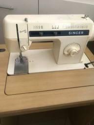 "Título do anúncio: Máquina de Costura ""Singer - Facilita 30"""