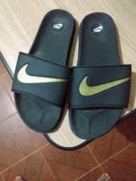 Vendo Chinelo Nike, usada poucas vezes. Valor  50,00