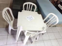 Título do anúncio: Vendo mesa com cadeira, usado