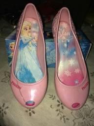 Vendo sandálias novas