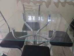Mesa de Vidro Incolor Cromada Com 4 Cadeiras