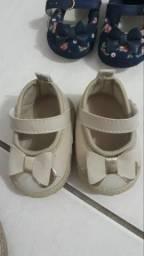 Três sandálias para recém nascido